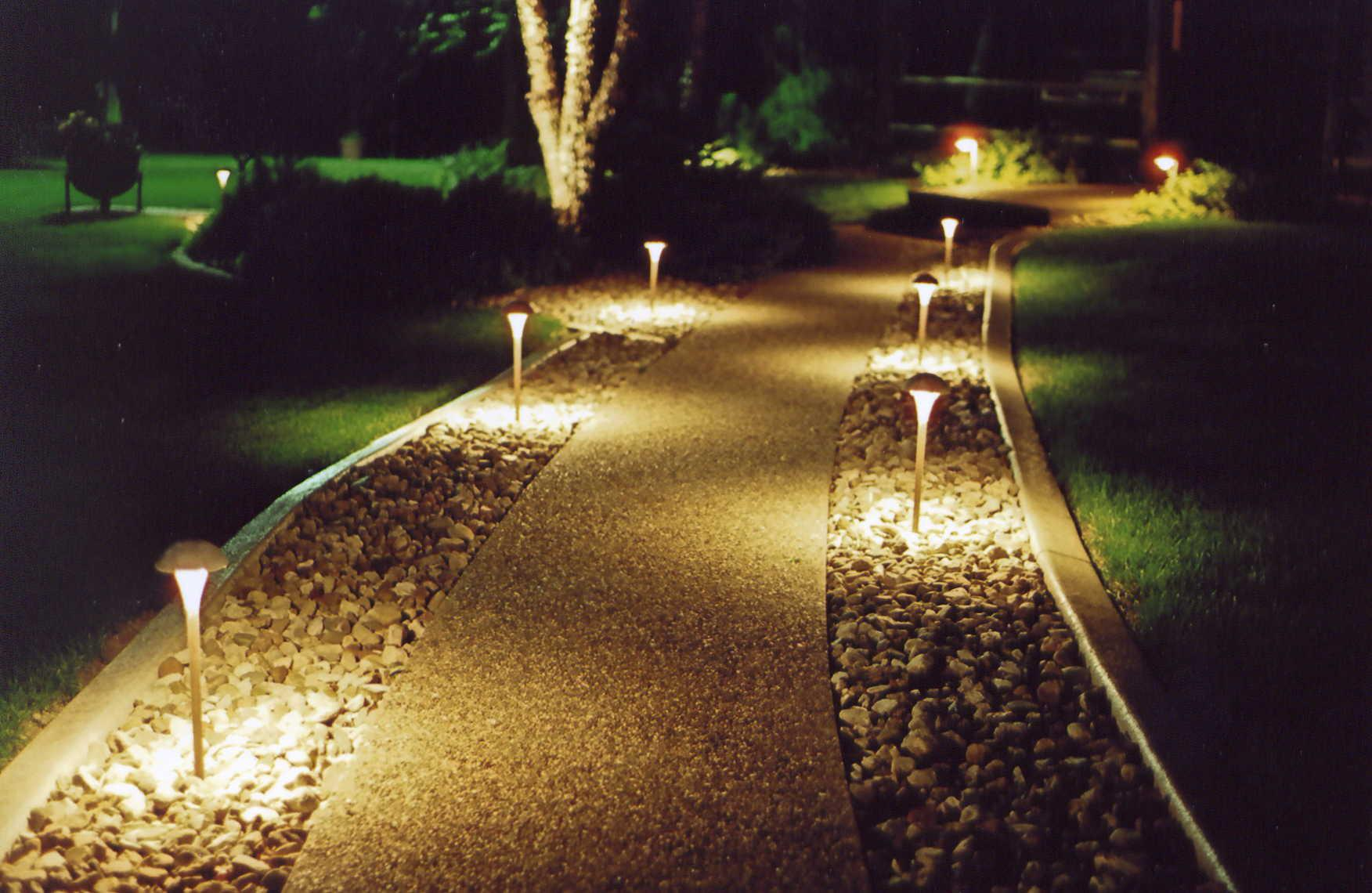 solar powered walkway lights
